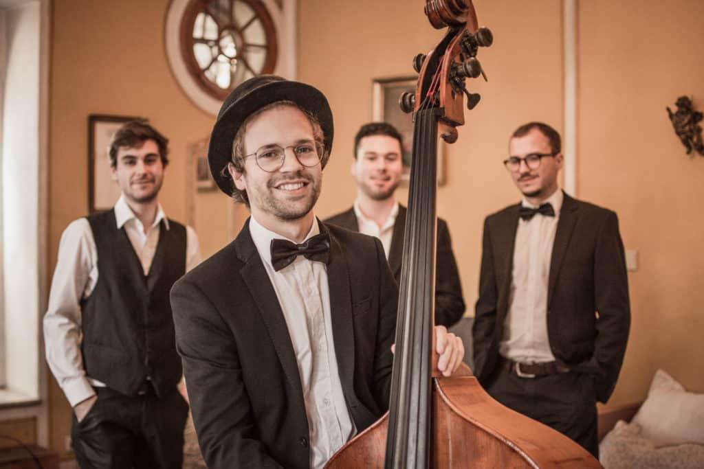 Simon Kniffert, Kontrabassist der All Jazz Ambassadors, ihrer Jazzband österreichweit